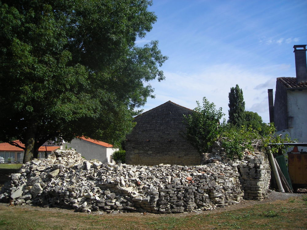 Pierres de démolition maison 0 Bercloux (17)