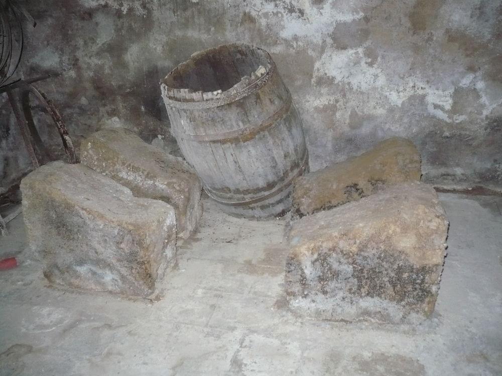 Pierres de soutien de tonneaux 30 Gémenos (13)