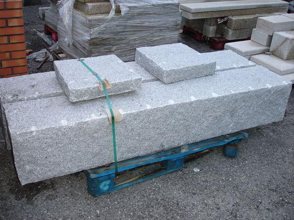 Piliers en pierre granit finition éclaté  780 Annecy (74)