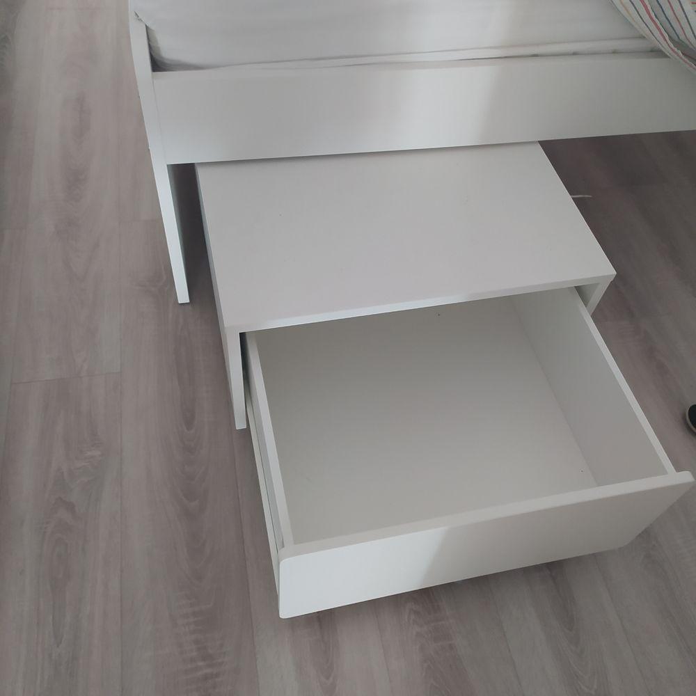 lit une place IKEA quasi neuf. 90*200 u avec matelas 80 Nice (06)