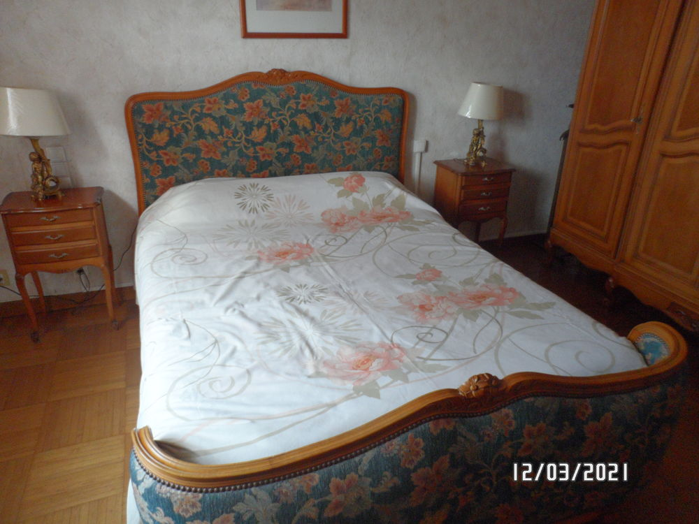 lit 2 places avec table de chevet 85 Fréjus (83)