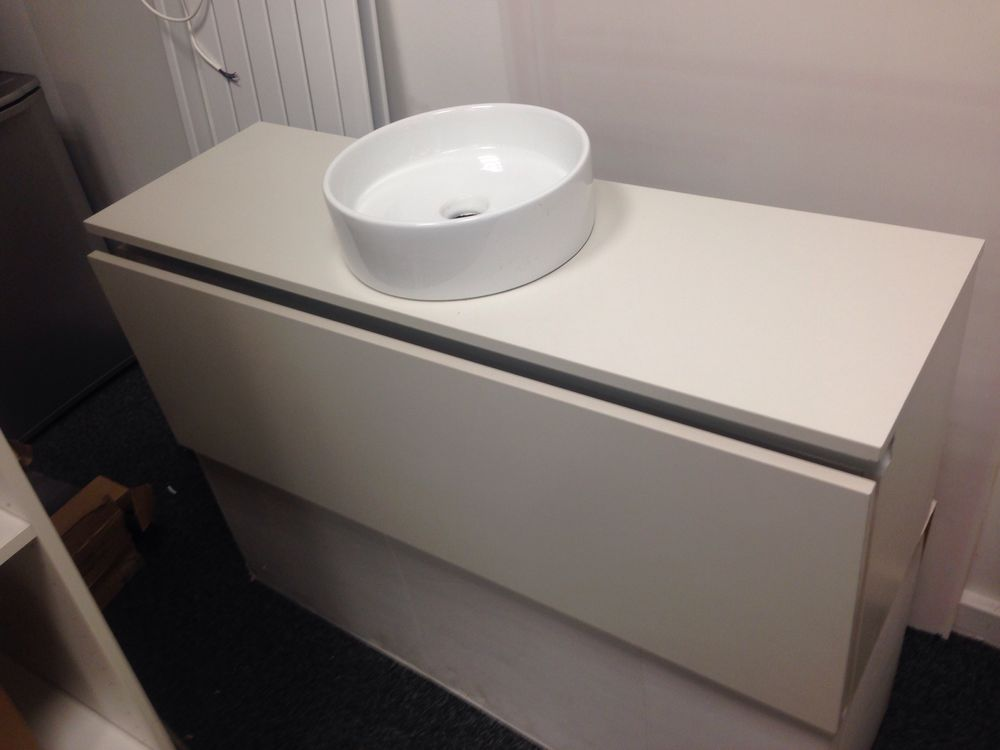 meubles vasque occasion annonces achat et vente de meubles vasque paruvendu mondebarras page 13. Black Bedroom Furniture Sets. Home Design Ideas