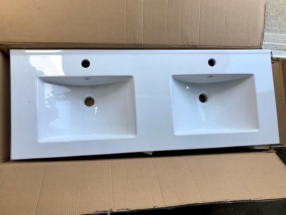 100 plans vasques neufs simples et doubles  105 Le Mans (72)