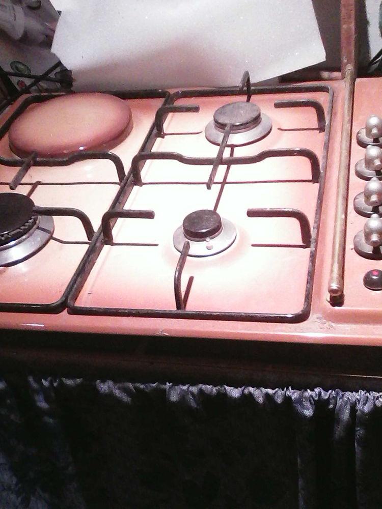 plaque de cuisson 3 gaz  1  electrique  45 Les Forges (88)