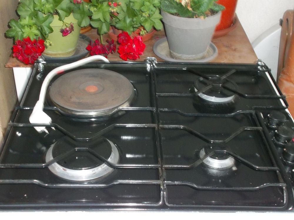 plaque de cuisson 3 feux gaz et 1 plaque électrique  30 Cusset (03)
