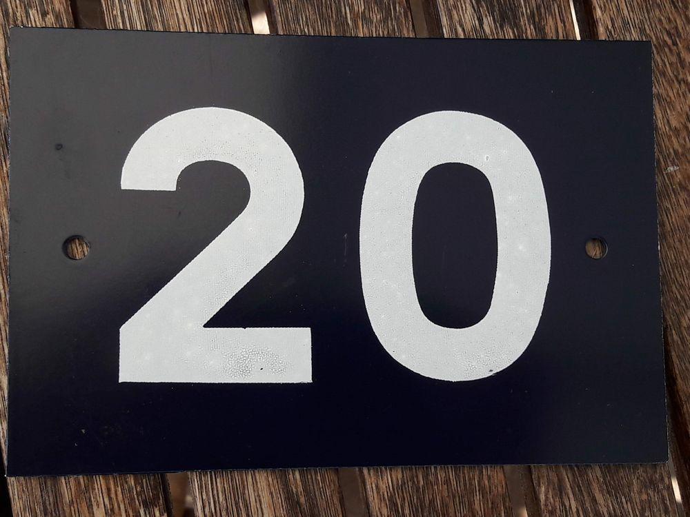 Plaque de numéro de porte bleue 10 Nieuil-l'Espoir (86)