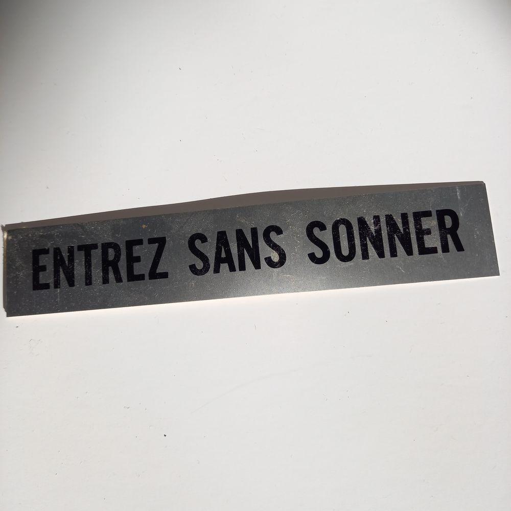 Plaque de signalisation des années 70   entrez sans sonner   3 Saumur (49)