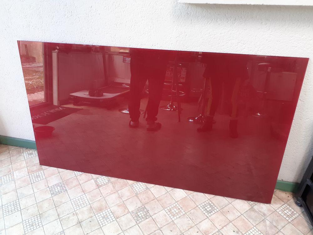 Plaque verre rouge. 86 cm/ 153 cm.  30 euros. 30 Plévin (22)