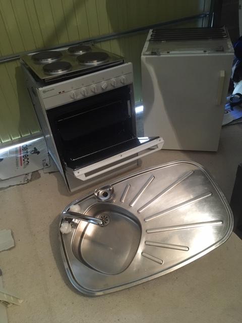 Plaques electriques+four+frigo+evier +robinetterie