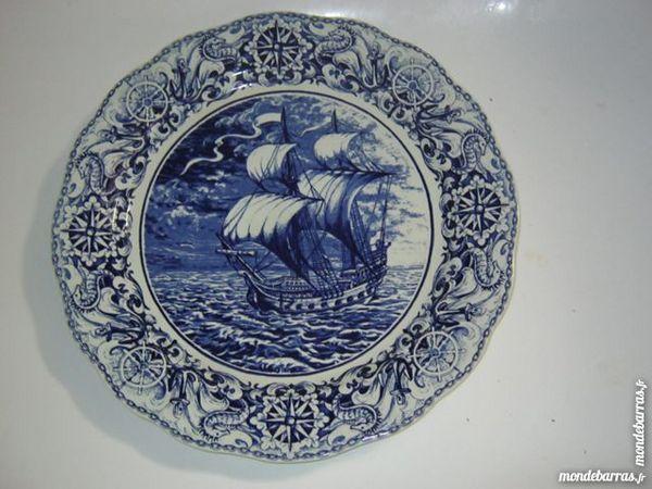 Plat bleu décoratif - voilier 25 Montgeron (91)