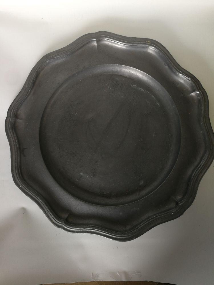 Plat en étain de 30 cm de diamètre pour décoration  0 Pontoise (95)