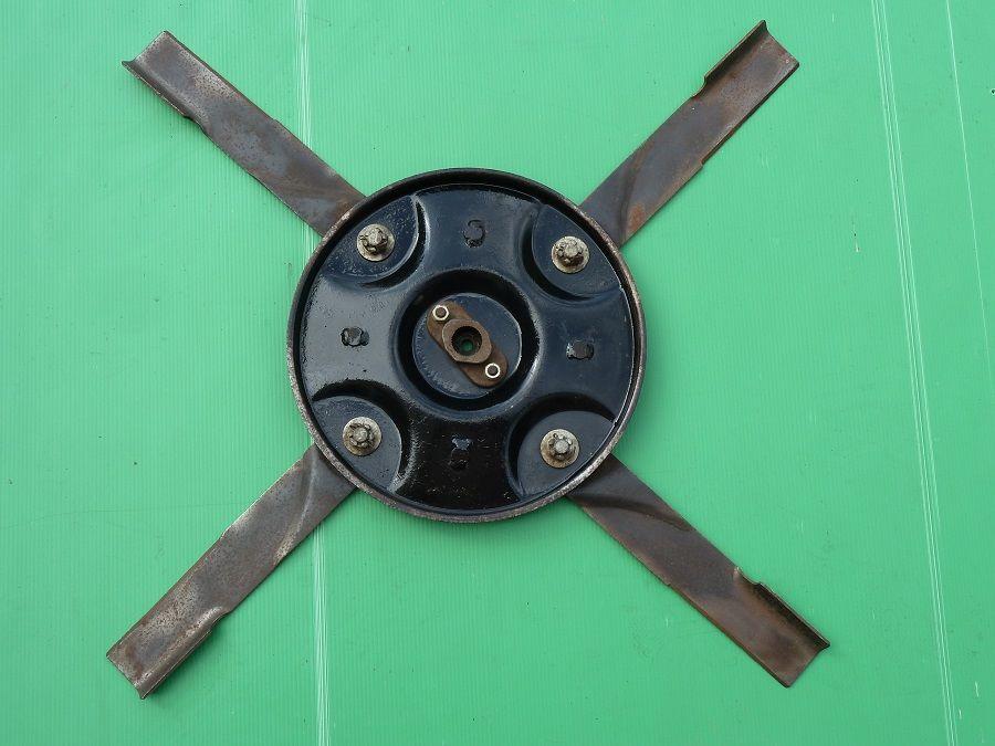 Plateaux porte couteaux de coupe de tracteur tondeuse MTD 80 Marcilly-le-Hayer (10)