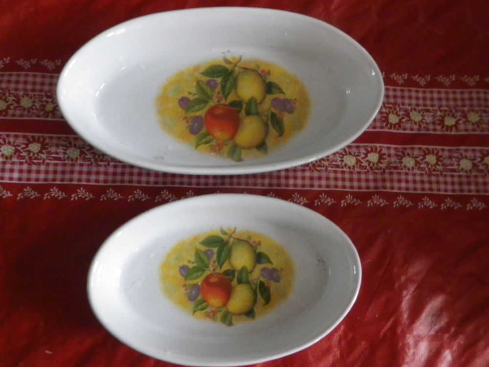 LOT DE 2 PLATS A FOUR FAIENCE BLANCHE DECOR FRUITS 5 Attainville (95)