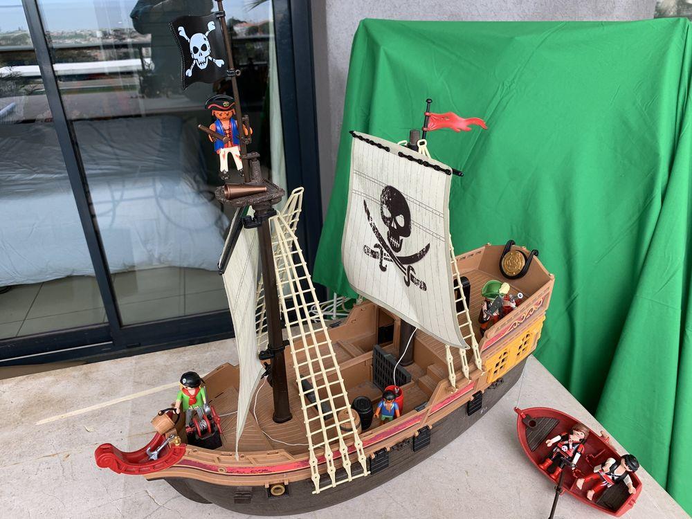 Lot Playmobil : bateau pirates, fort chevaliers, figurines.. 27 Saint-Laurent-du-Var (06)
