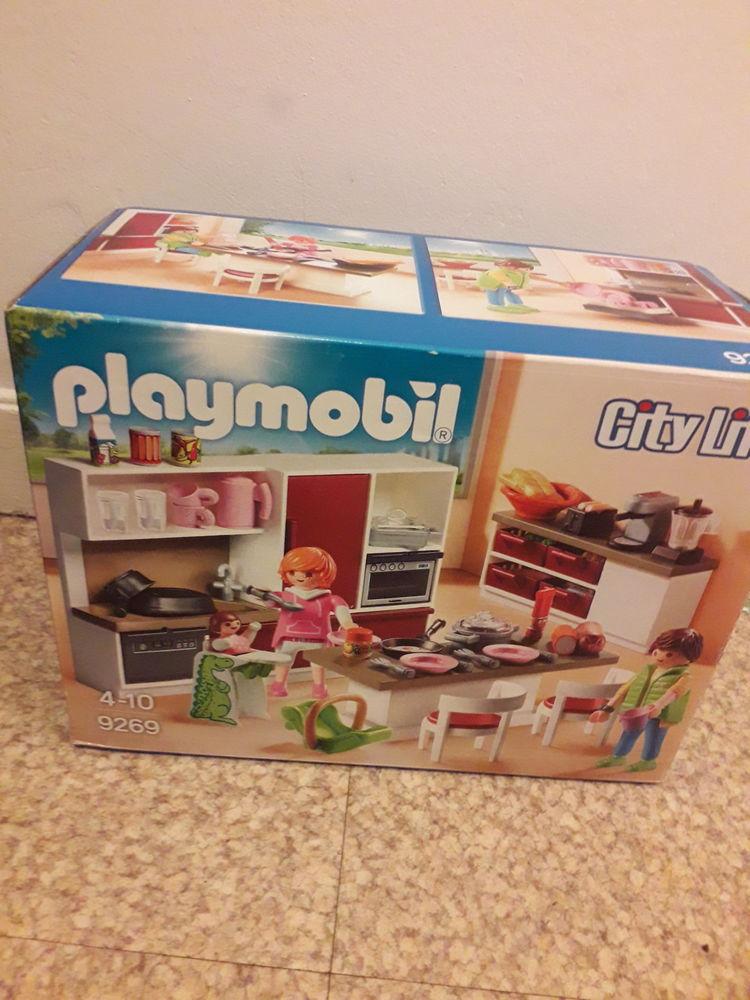 Playmobil   City Life   numéro 9269 . 25 Caen (14)