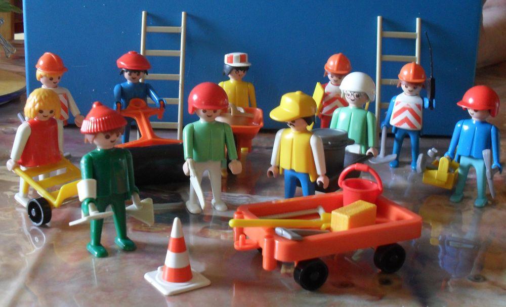 Playmobils11 personnages de travaux avec de nombreux outils. 25 Montreuil (93)