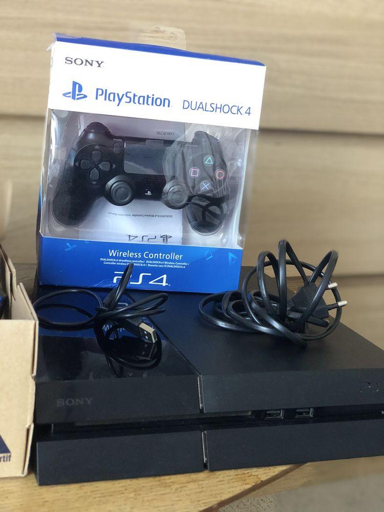 Playstation 4 avec 2 manettes et casque 220 Aubervilliers (93)