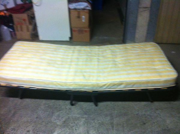 achetez lit pliable de bonne occasion annonce vente istres 13 wb149597375. Black Bedroom Furniture Sets. Home Design Ideas