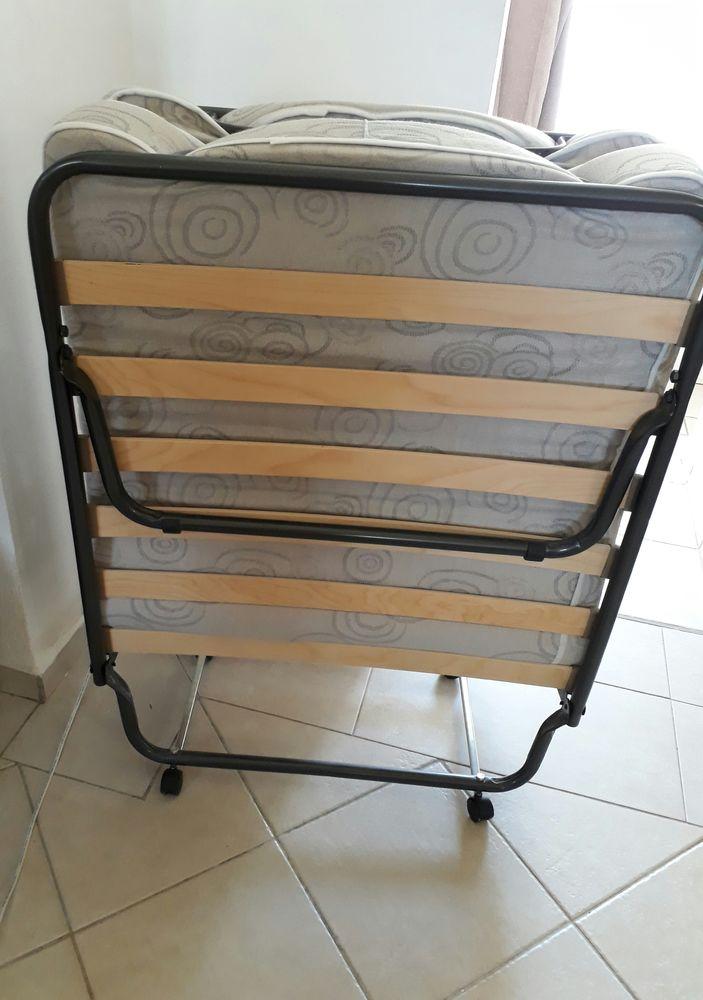achetez lit pliant a vendre quasi neuf annonce vente guadeloupe 97 wb156779141. Black Bedroom Furniture Sets. Home Design Ideas
