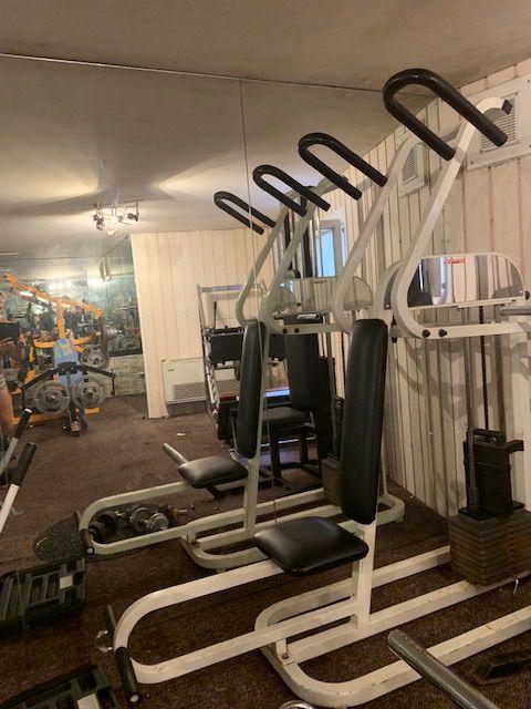 plusieurs appareils Fitness professionnel Sports