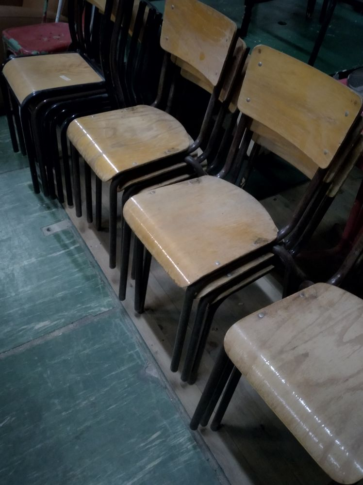 Plusieurs chaises MULLCA 1 Le Creusot (71)