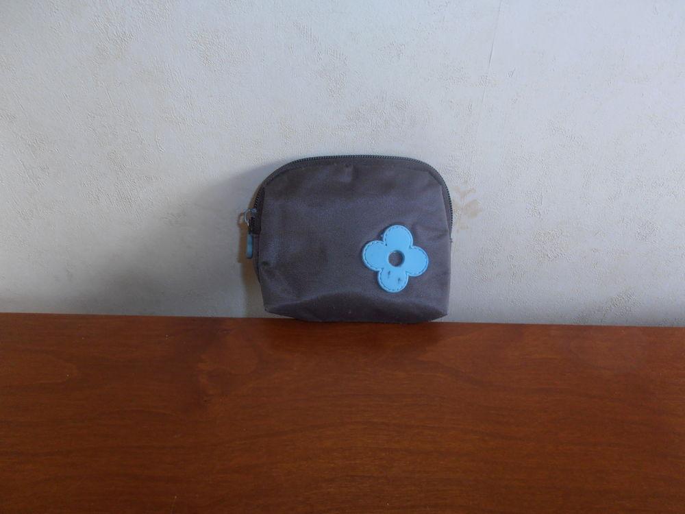 Pochette marron fleur bleue (39) 1 Tours (37)