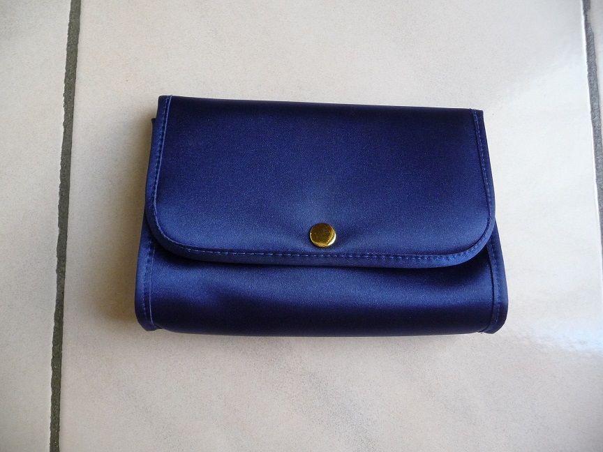 Pochette satin bleu 8 Montigny-le-Bretonneux (78)