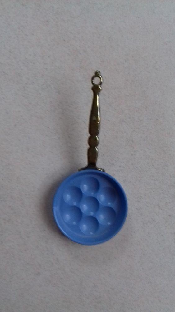 Poêle miniature en métal couleur bleue  5 Montigny-le-Bretonneux (78)