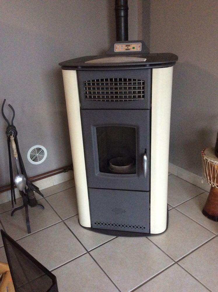 Poêle à pellets + 6 radiateurs 2000 Beauvoisin (30)