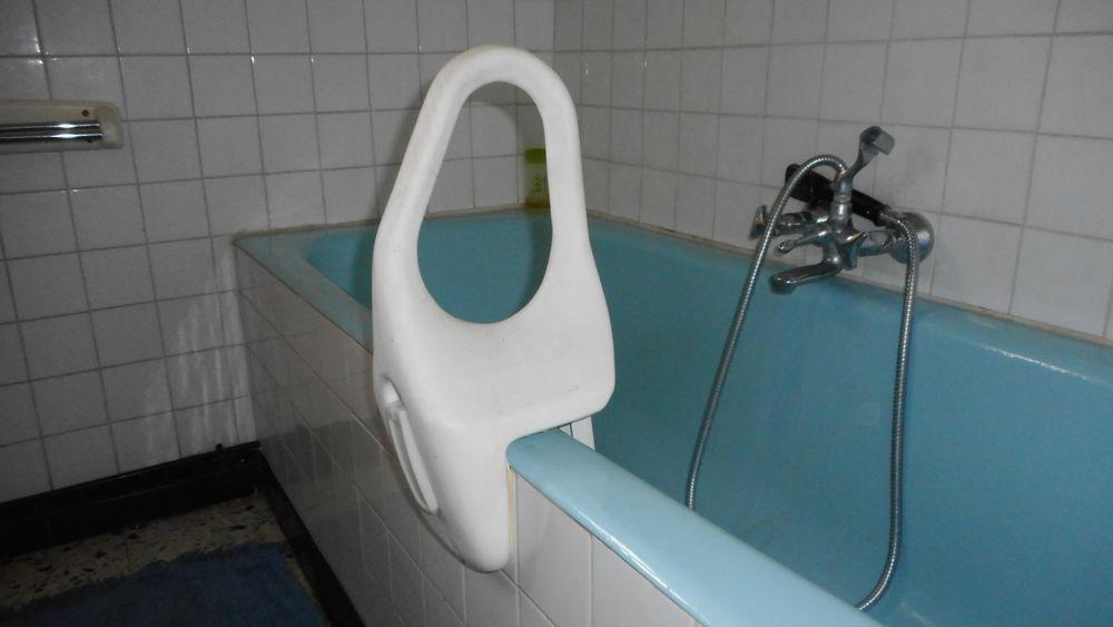 poignée de bain aide à la vie quotidienne 28 Saint-Bonnet-de-Joux (71)