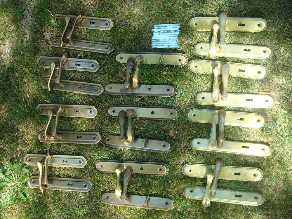 Lot de 11 poignées de porte de style ancien couleur bronze 50 Traînou (45)
