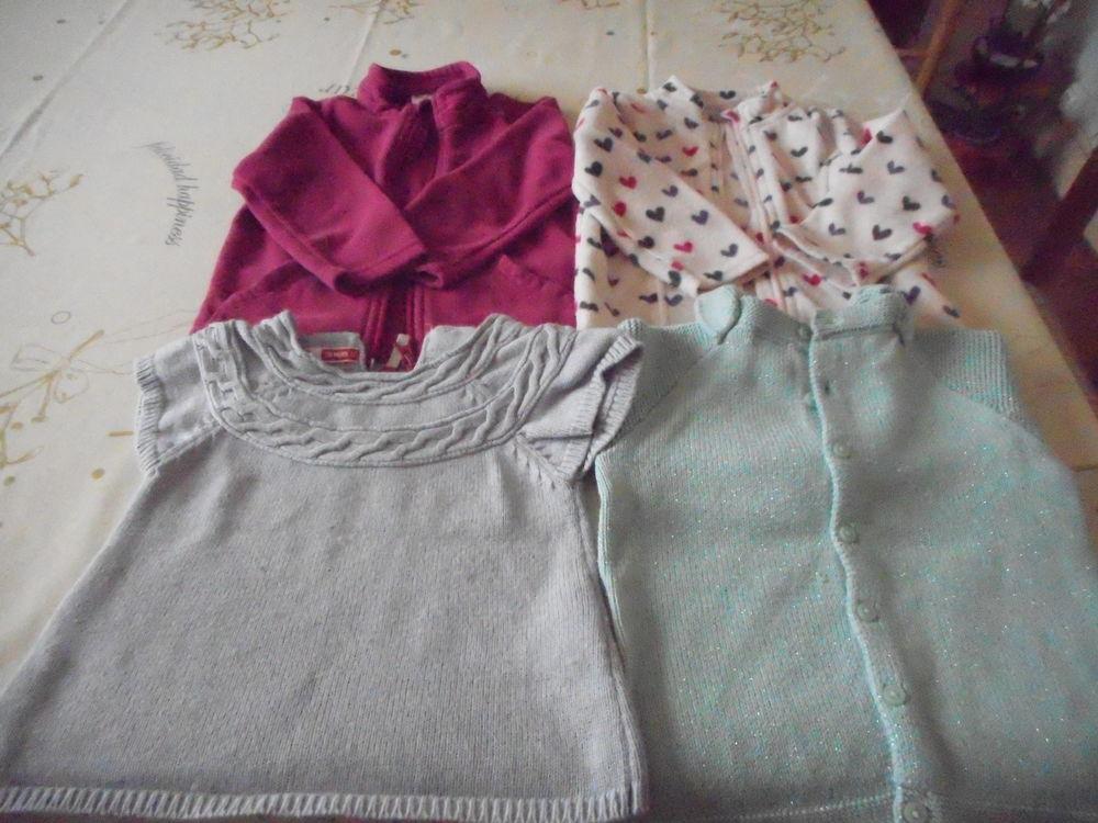 8c514becc0813 2 polaires et 2 pulls fille 2ans et 18 m TBE 2 euros chaque Vêtements  enfants