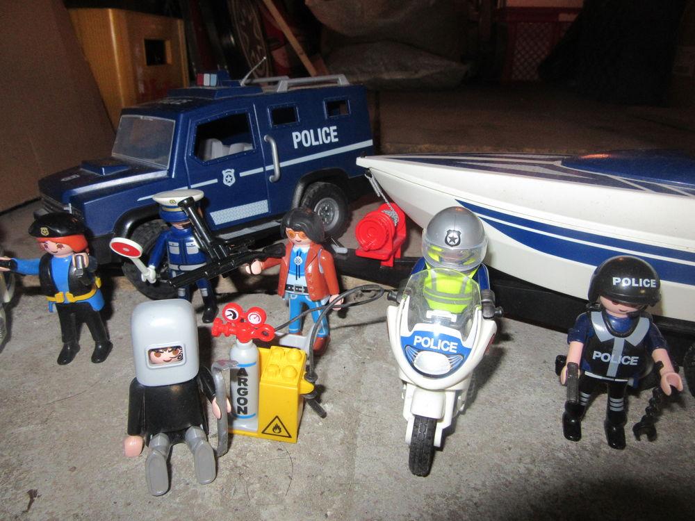 4x4 Police avec son bateau Jeux / jouets