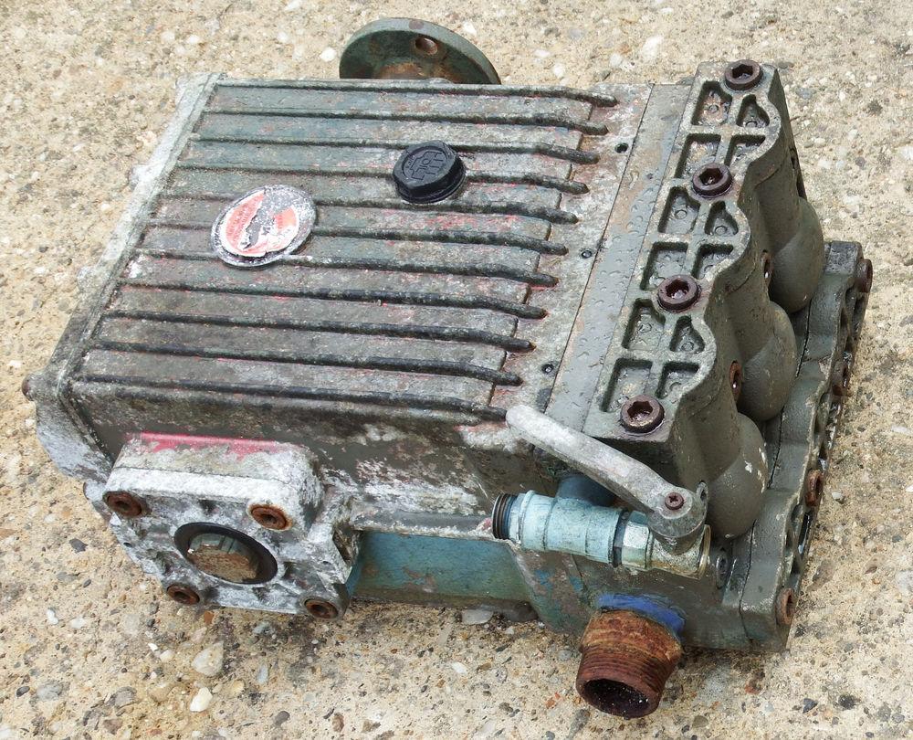 Pompe à pression pour atomiseur,ou de lavage. 200 Le Temple-sur-Lot (47)