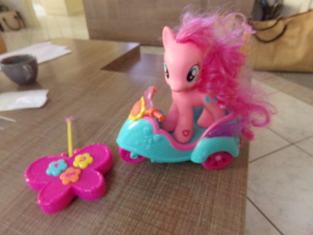 pony et son scooter  a piles  (fournies ) marque pinkie 18 Noyers-Bocage (14)
