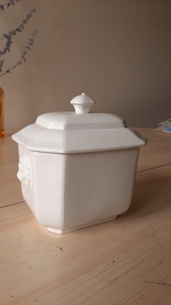 Porcelaine ôpaque de GIEN. Expo universelle de 1889 120 Questembert (56)