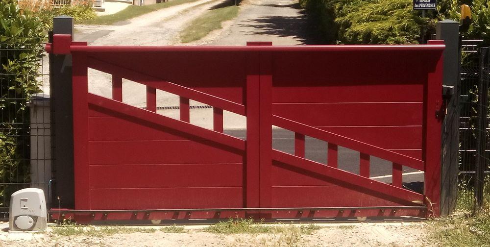portail rouge ajouré Bricolage