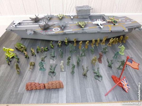 Porte avion avec soldats et véhicules 35 Caudan (56)