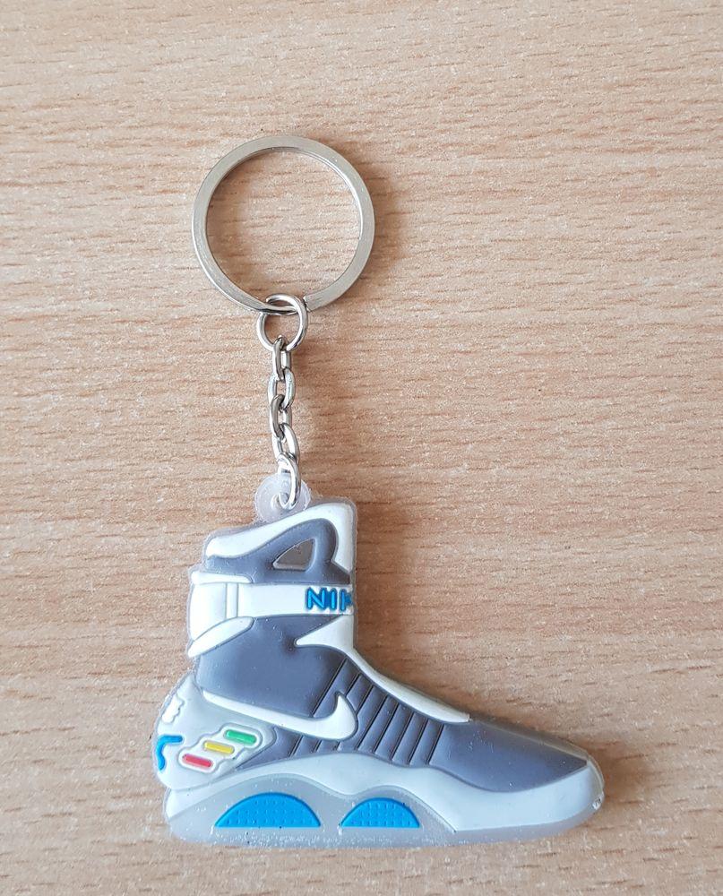 Porte clé basket sneakers nike retour vers le futur  3 Carnon Plage (34)