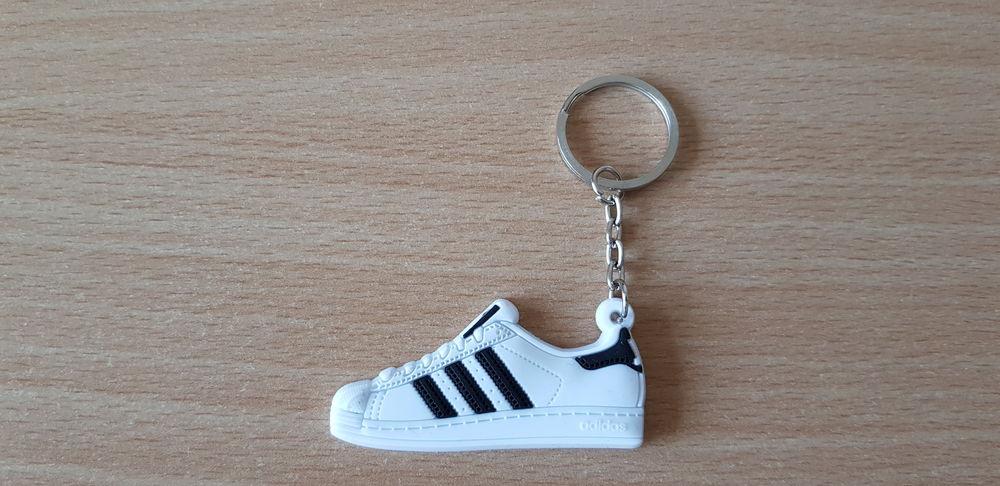porte clé basket sneakers Adidas superstar blanc  3 Carnon Plage (34)