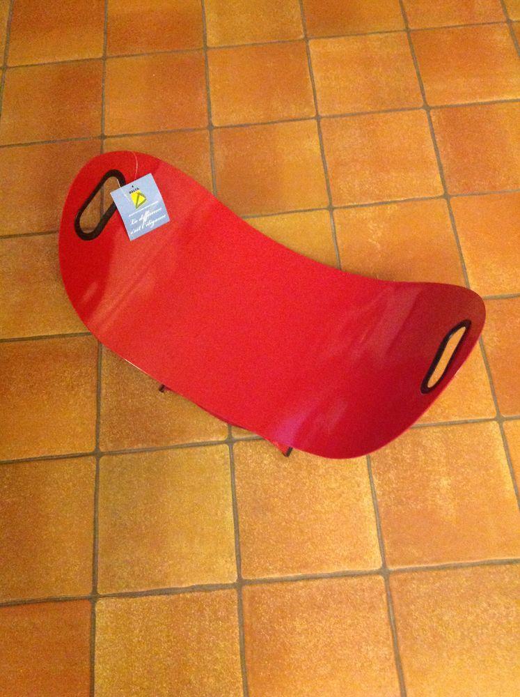 Porte bûches neuf design acier rouge Décoration
