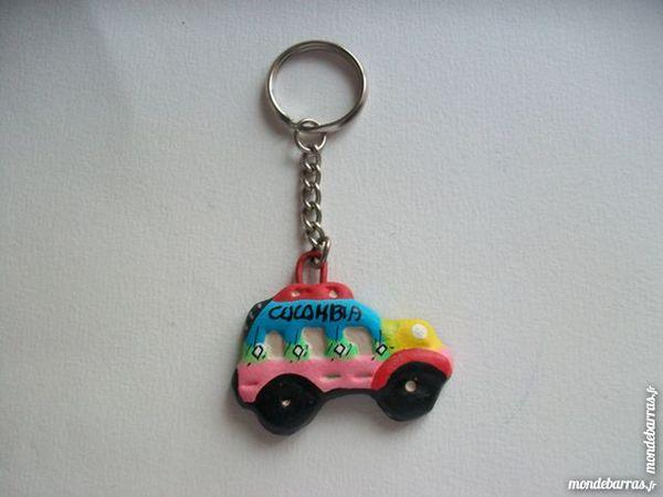 Porte clés bus artisanal céramique rose bleu 7 Thizy-les-Bourgs (69)