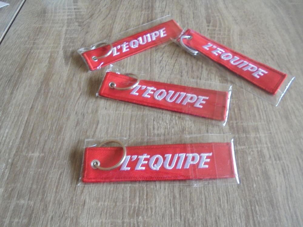 4 porte-clés L'EQUIPE (28a) 6 Tours (37)