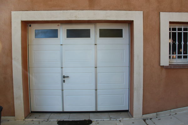 portes de garage occasion dans le var 83 annonces achat et vente de portes de garage. Black Bedroom Furniture Sets. Home Design Ideas