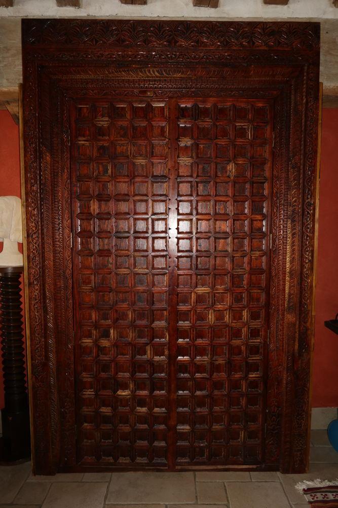 Porte sculptée en palissandre  1200 Nanteuil-le-Haudouin (60)
