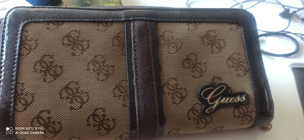 Portefeuille GUESS   0 Embrun (05)