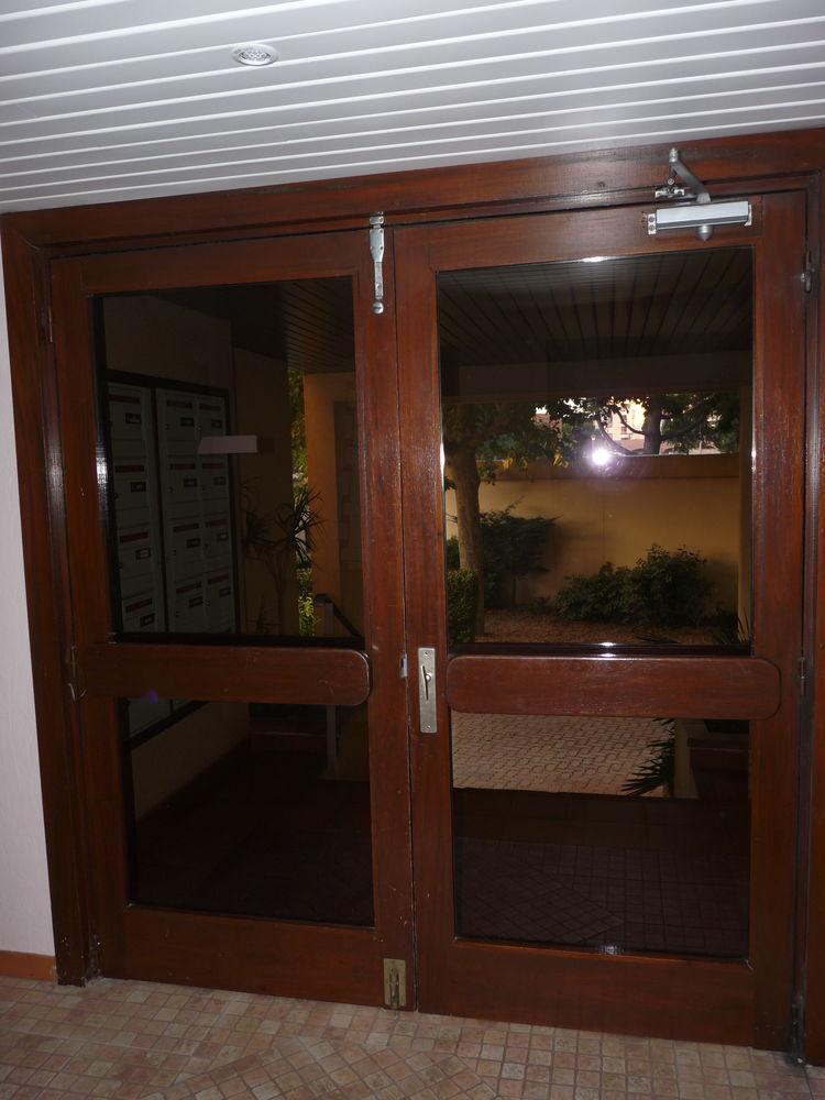 Portes d'entrée d'immeuble vitrées 100 Fréjus (83)