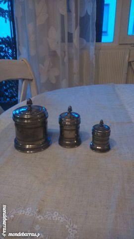 3  pots anciens en étain ciselé.décoration ou utilitaire. 30 Boulogne-Billancourt (92)
