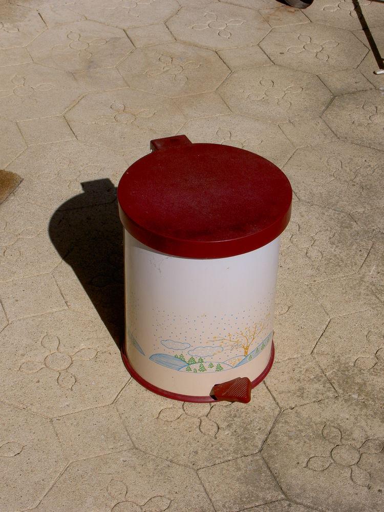 Poubelle à pédale avec seau intérieur 8 Uzès (30)
