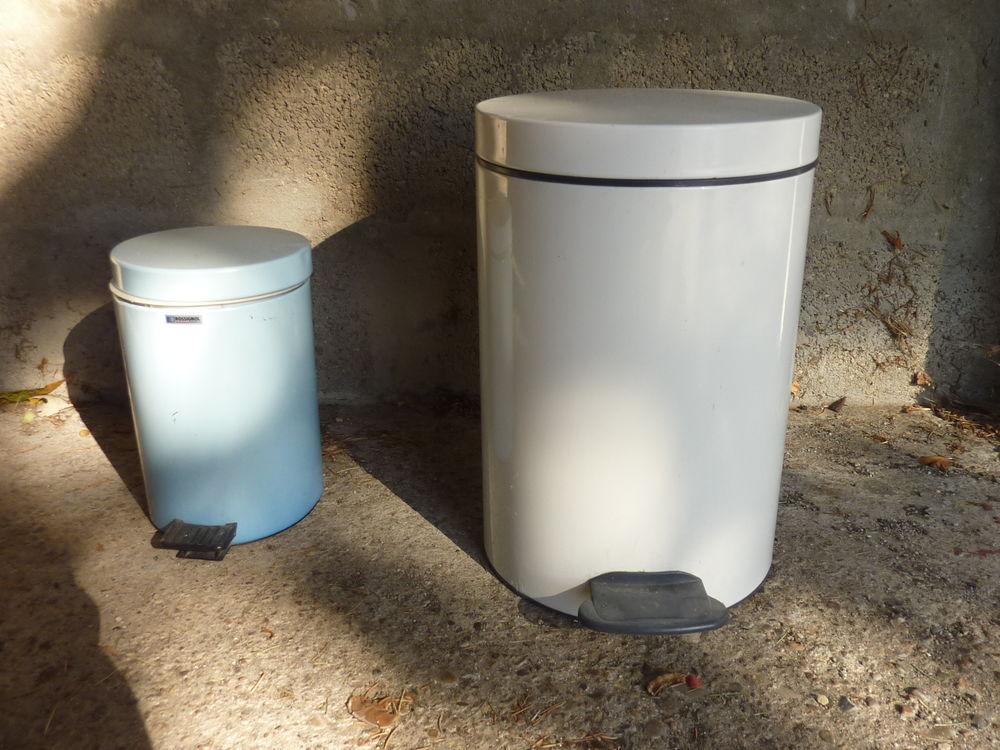 2 poubelles Rossignol 25 Tassin-la-Demi-Lune (69)